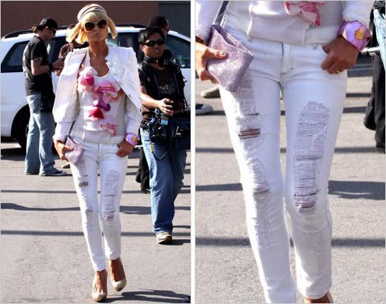 Paris Hilton v bielych roztrhaných džínsach