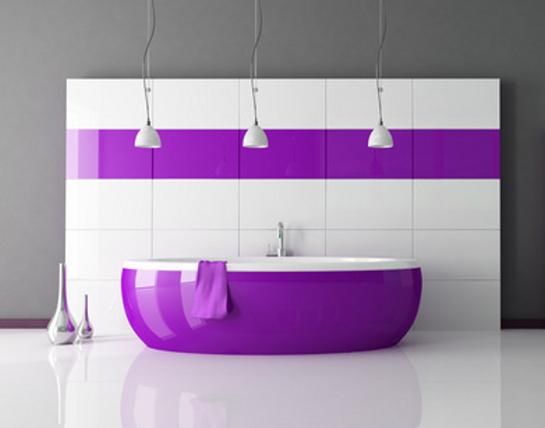 Bielo fialová kúpeľňa