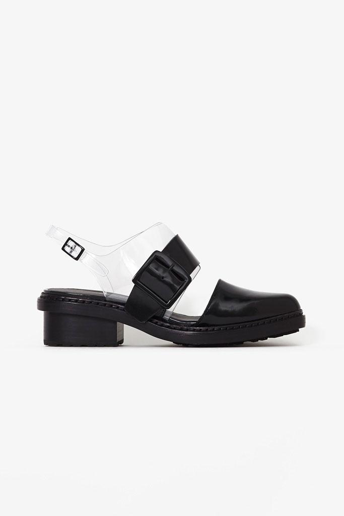 Čierno priehladné sandále na nízkom podpätku