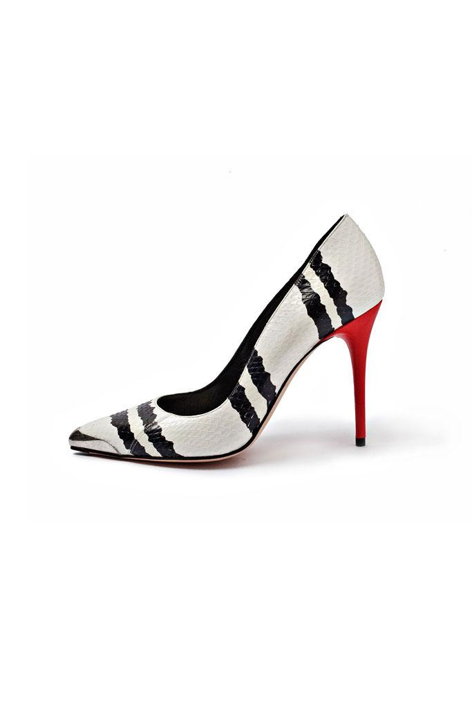 Čierno biele lodičky s červeným podpätkom a hadím motávom