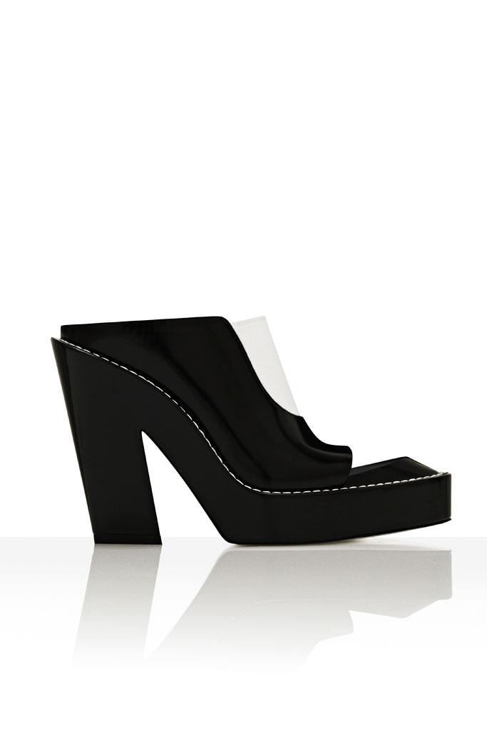 Čierno priehladné papuče na hrubšom podpätku