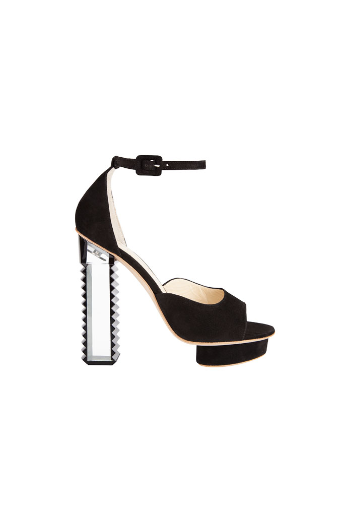 Čierne sandále na platforme so zubatým podpätkom