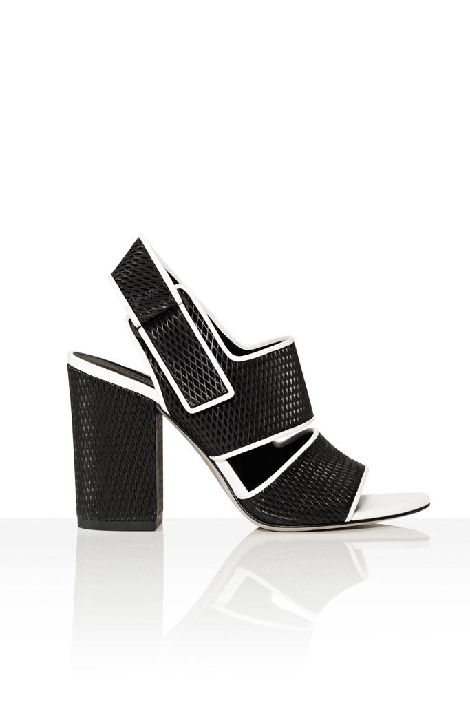 Čierne sandále so širokým vysokým podätkom