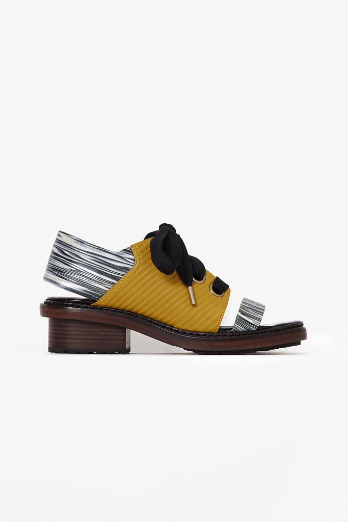 Hnedé sandále na nízkom podpätku s výrazným zaväzovaním