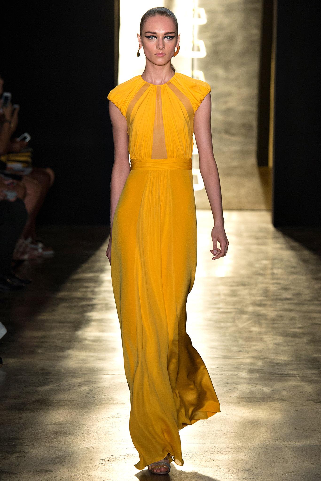 Už máte svoje plesové šaty 2015  Alebo stále hľadáte inšpiráciu  Plesová  sezóna je za dverami a teraz sa môžete pozrieť na večerné šaty 7958f86cb7