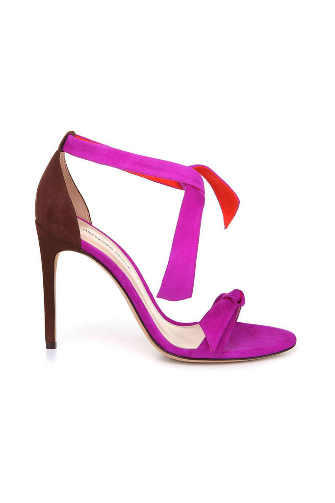 Fialové sandále s viazaním okolo členka na vysokom podpätku