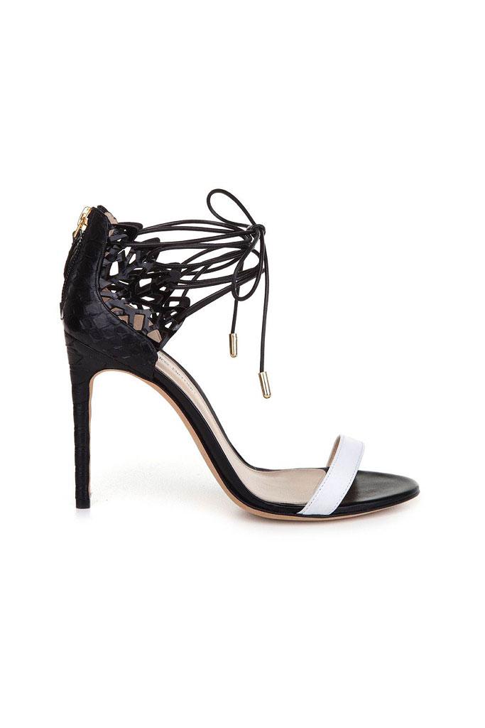 Čierne sandále na vysokom podpätku s viazaním okolo členka