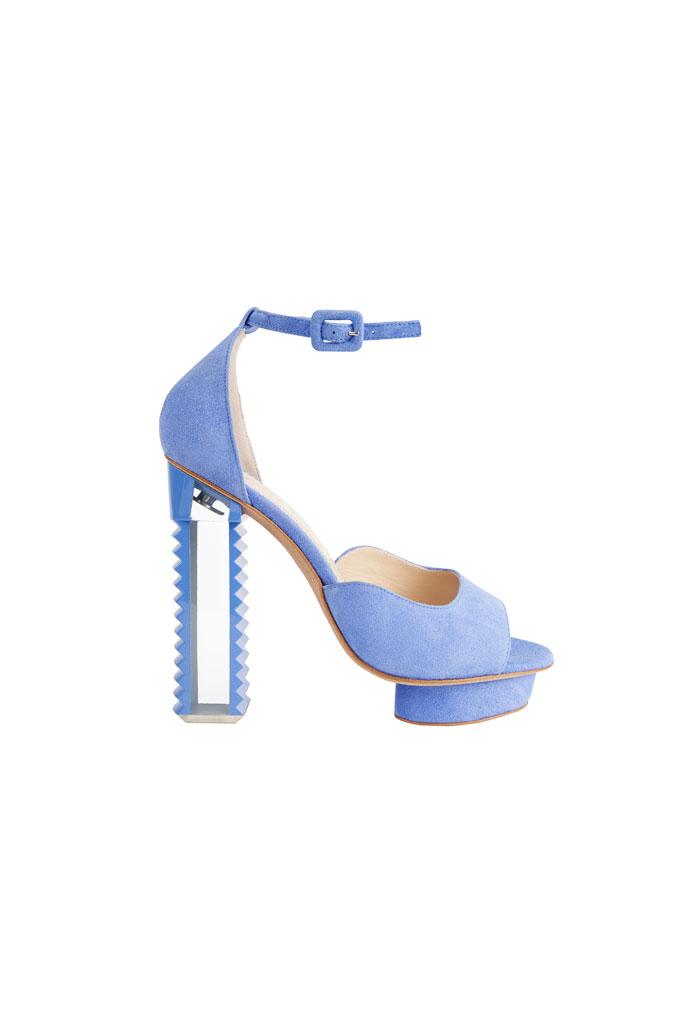 Svetlomodré sandále na platforme so zubatým podpätkom