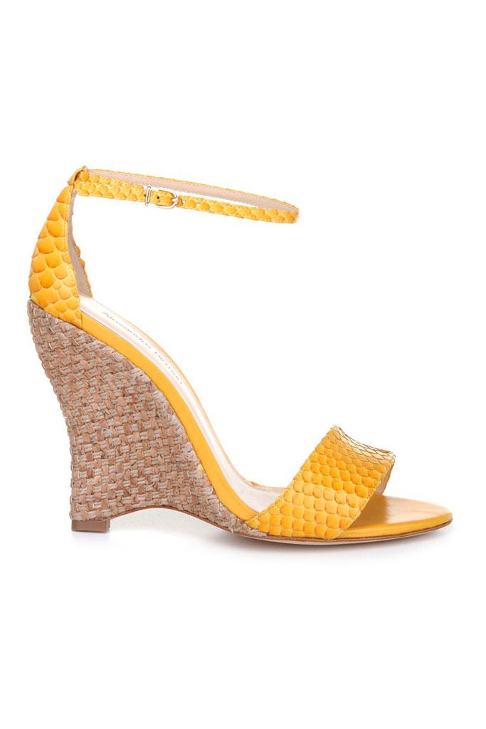 Žlté sandále s plným podpätkom