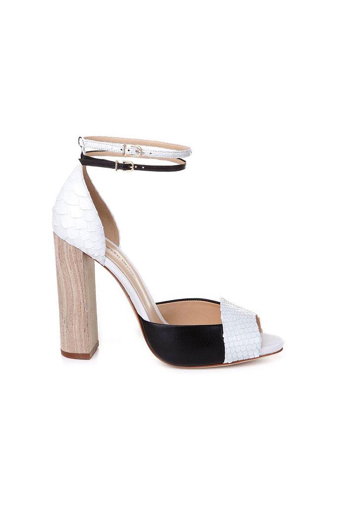 Bielo čierne sandále na hrubom drevenom podpätku