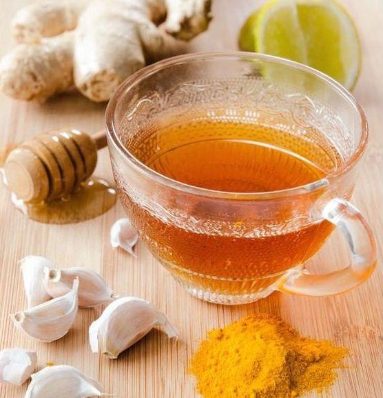 zdravé ingrediencie z prírody a šálka čaju