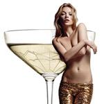 Šampanské chutí najlepšie z prsníka Kate Moss – neveríte?