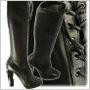 Kolekcia obuvi Prada pre tohtoročnú zimu je plná jednoduchých línií a klasickej čiernej