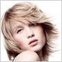 Vlasy ani krátke – ani dlhé: stredne dlhé účesy sú praktické a pristanú každému!