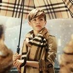 Romeo Beckham je už v 12 rokoch hviezdou vianočnej reklamy Burberry