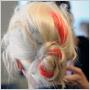 Skúste neónové pramienky do vlasov: osviežia váš letný účes a nasadíte si ich aj sama!