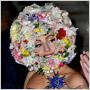 Lady Gaga v burke, s rozkvitnutou lúkou na hlave aj s ušami Mickey Mousa – to všetko zvládla za jediný deň!