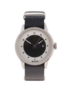 Pánske hodinky v striebornej farbe s tmavosivým textilným remienkom HYPERGRAND