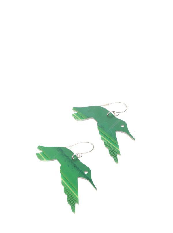 """""""Dobré"""" zelené náušnice Trash Made Kolibríci pre Člověka v tísni"""