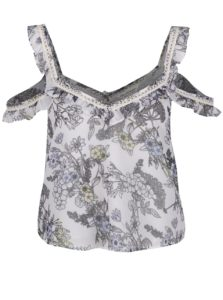 Biely kveovaný crop top s odhalenými ramenami Miss Selfridge