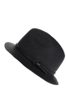 Čierny klobúk s ozdobným remienkom Pieces Lea