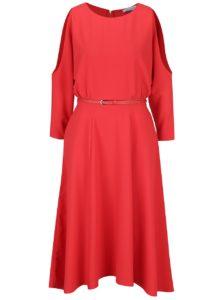 Červené šaty s prestrihmi na ramenách a opaskom Closet