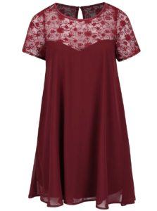 Vínové plus size šaty s priesvitným kvetovaným sedom Goddiva