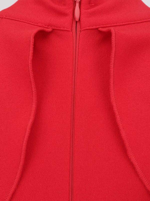 Červené šaty s odhalenými ramenami AX Paris