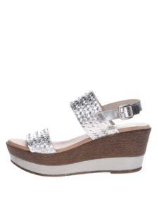Kožené sandále na platforme v striebornej farbe OJJU