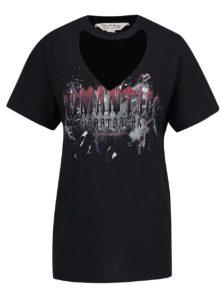 72a295d14f1e Čierne voľné tričko s potlačou a prestrihom v dekolte Miss Selfridge