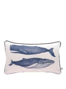 Krémový vankúš s potlačou veľrýb Sass & Belle Vintage