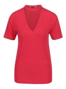 Červené rebrované tričko s chokerom Miss Selfridge