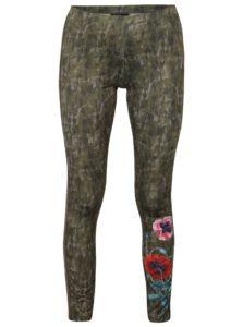 Kaki maskáčové legíny s potlačou kvetín Desigual Ayrton