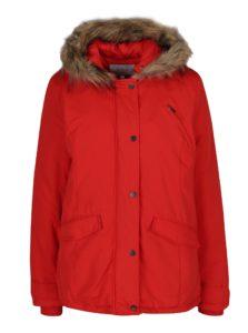 Červená bunda s umelým kožúškom VILA Must