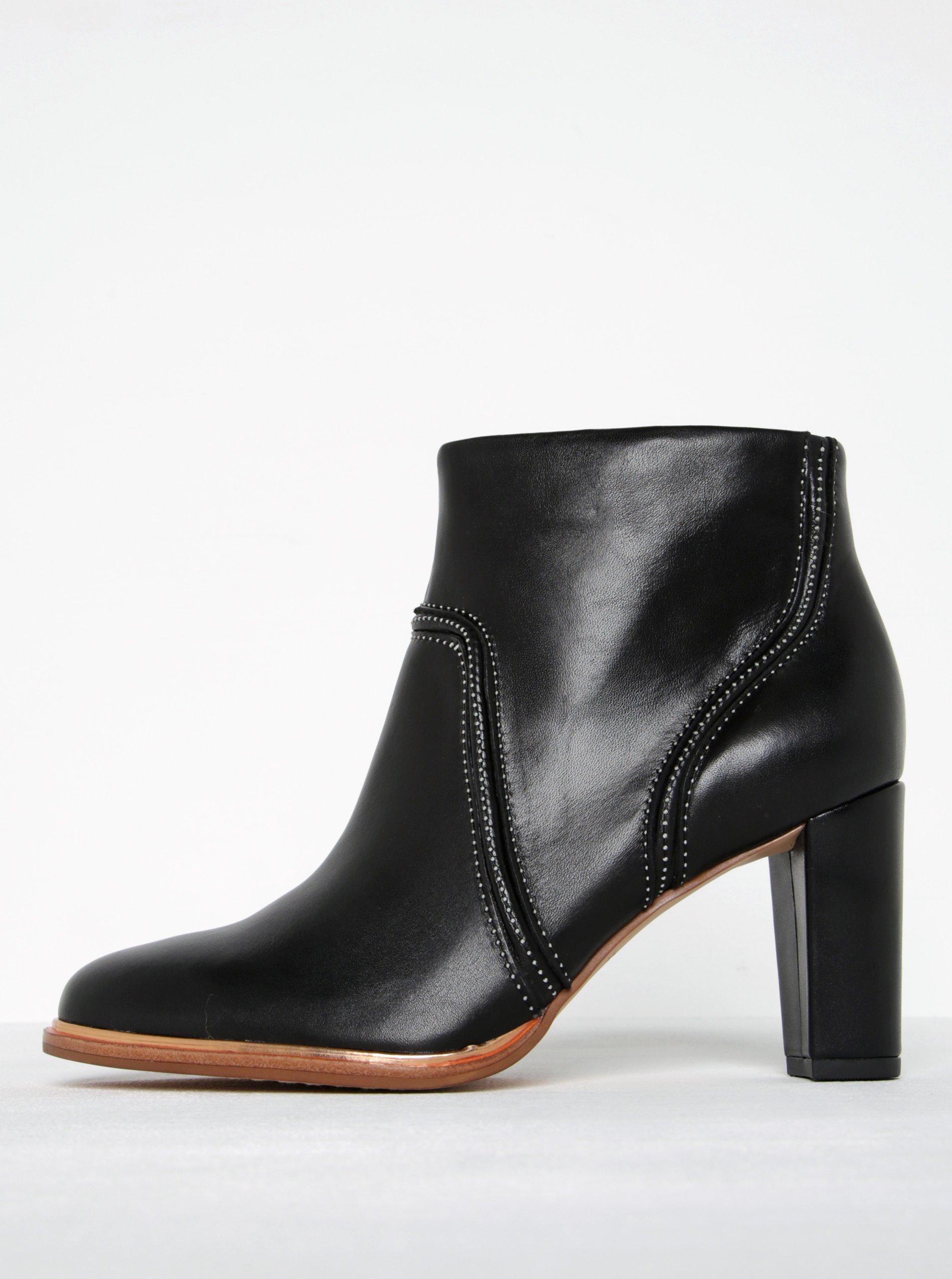 Čierne dámske kožené členkové topánky Clarks Ellis Betty  1b93c161254