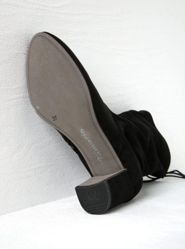 Čierne nízke čižmy v semišovej úprave na podpätku Tamaris