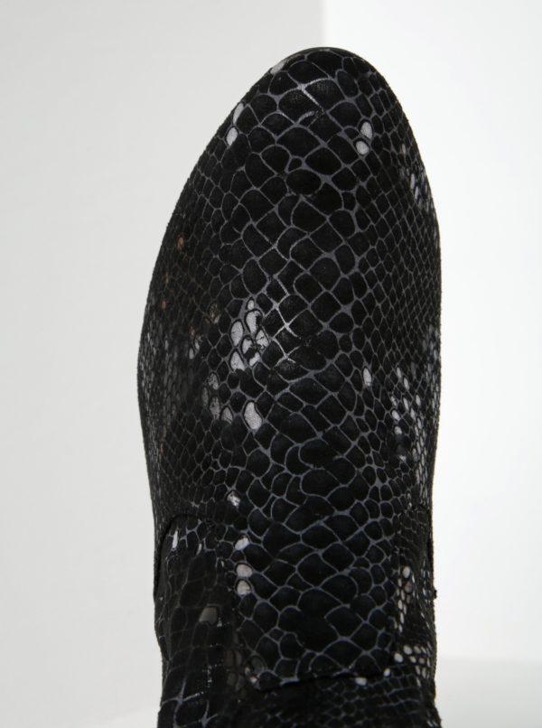 Čierne vzorované nízke čižmy v semišovej úprave na podpätku Tamaris