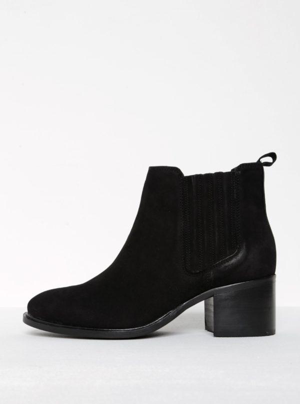 Čierne semišové chelsea topánky na podpätku Miss KG Samba