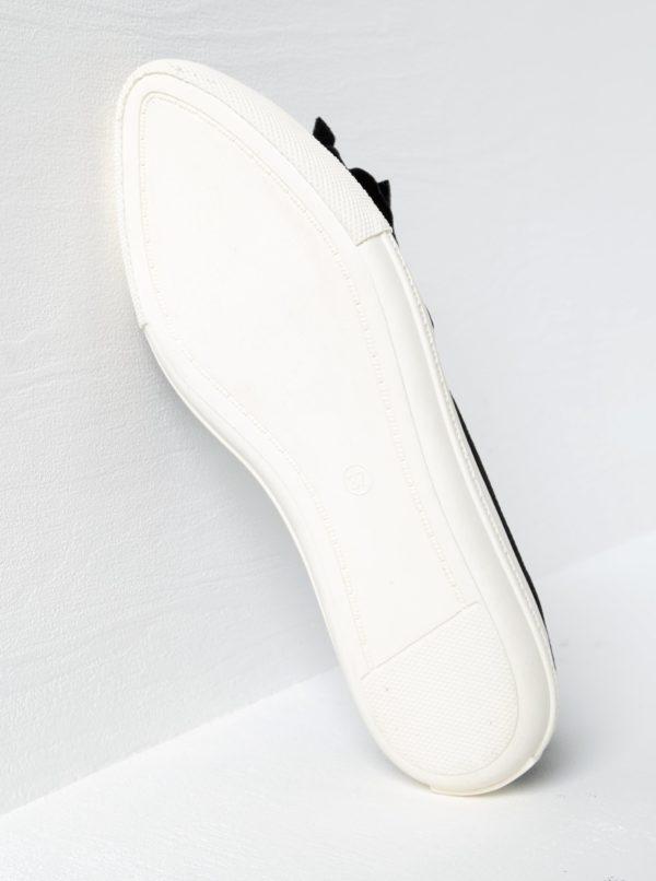 Čierne zamatové mokasíny s mašľou a špičkou v striebornej farbe Miss KG Lottie