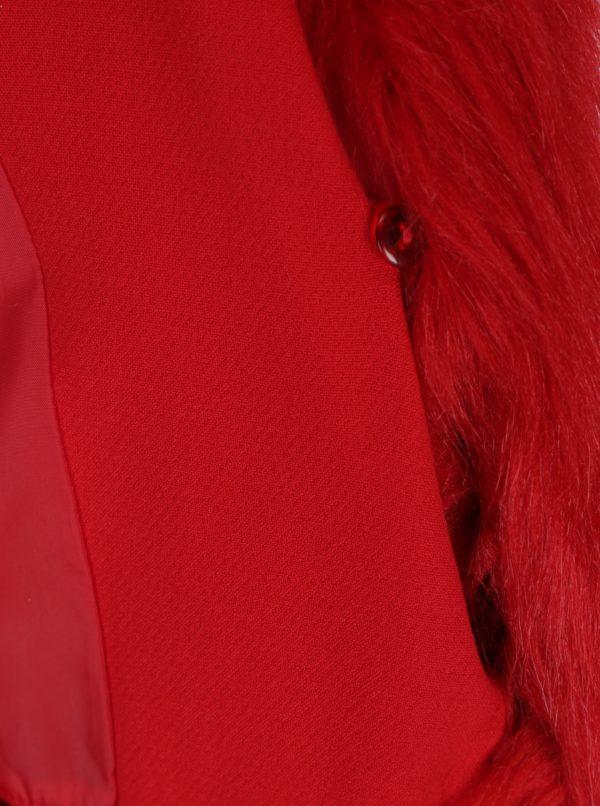 Červený kabát s umelým kožušinovým golierom Ulla Popken