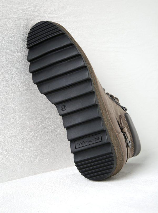 Béžové členkové topánky v semišovej úprave na platforme Tamaris