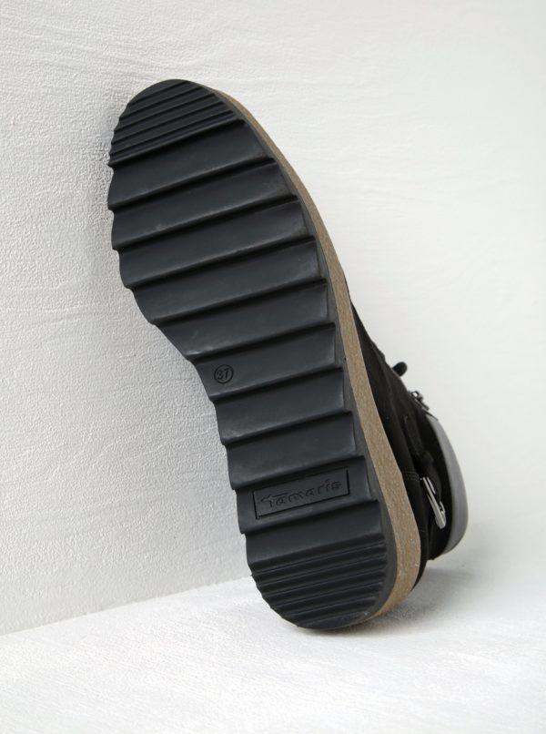Čierne členkové topánky v semišovej úprave na platforme Tamaris