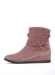 Staroružové semišové členkové topánky na nízkom klinovom podpätku Tamaris