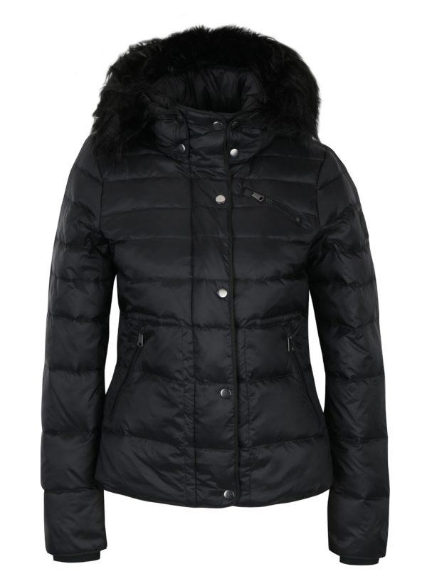 Čierna prešívaná páperová bunda s kožúškom VERO MODA Marga