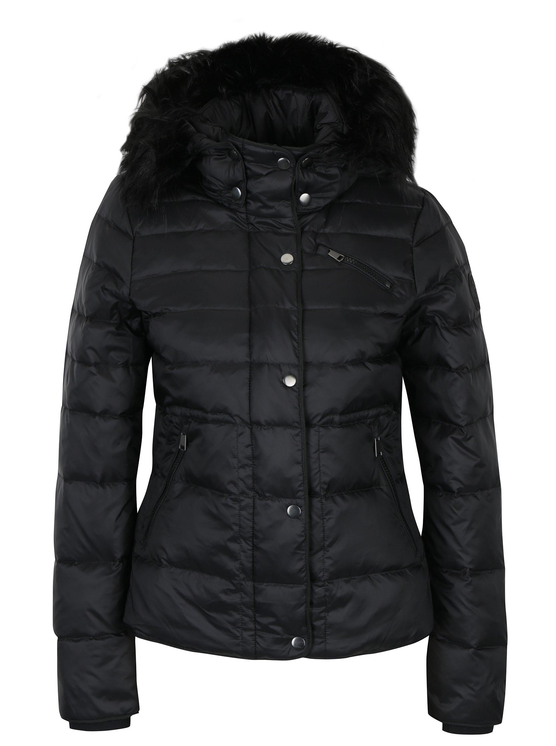 1d5b277ee4e9 Čierna prešívaná páperová bunda s kožúškom VERO MODA Marga