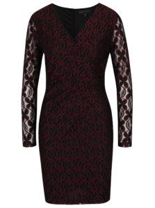 Vínovo-čierne puzdrové čipkové šaty s prekladaným dekoltom Mela London