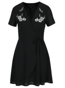 Čierne prekladané šaty s výšivkami Mela London