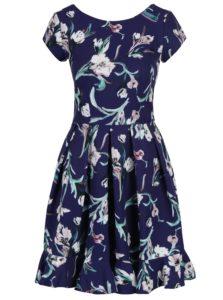 Tmavomodré kvetované šaty s volánom Closet