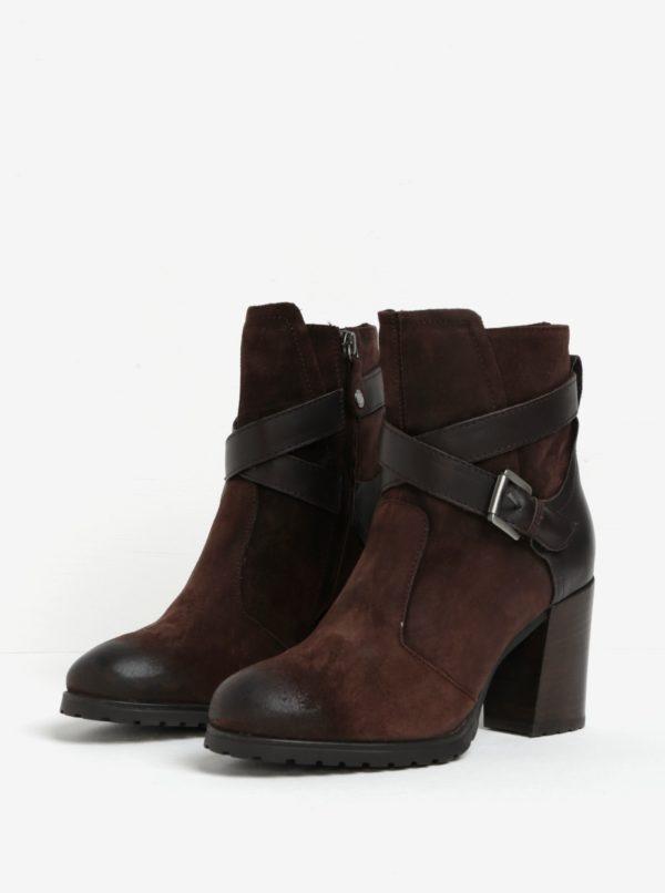 Tmavohnedé semišové členkové topánky na podpätku Geox New Lise