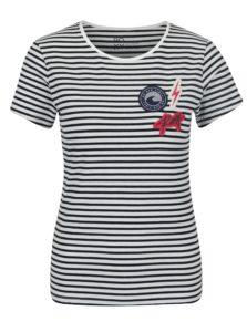 Čierno-biele dámske pruhované tričko s nášivkami Taffy Crab Patches